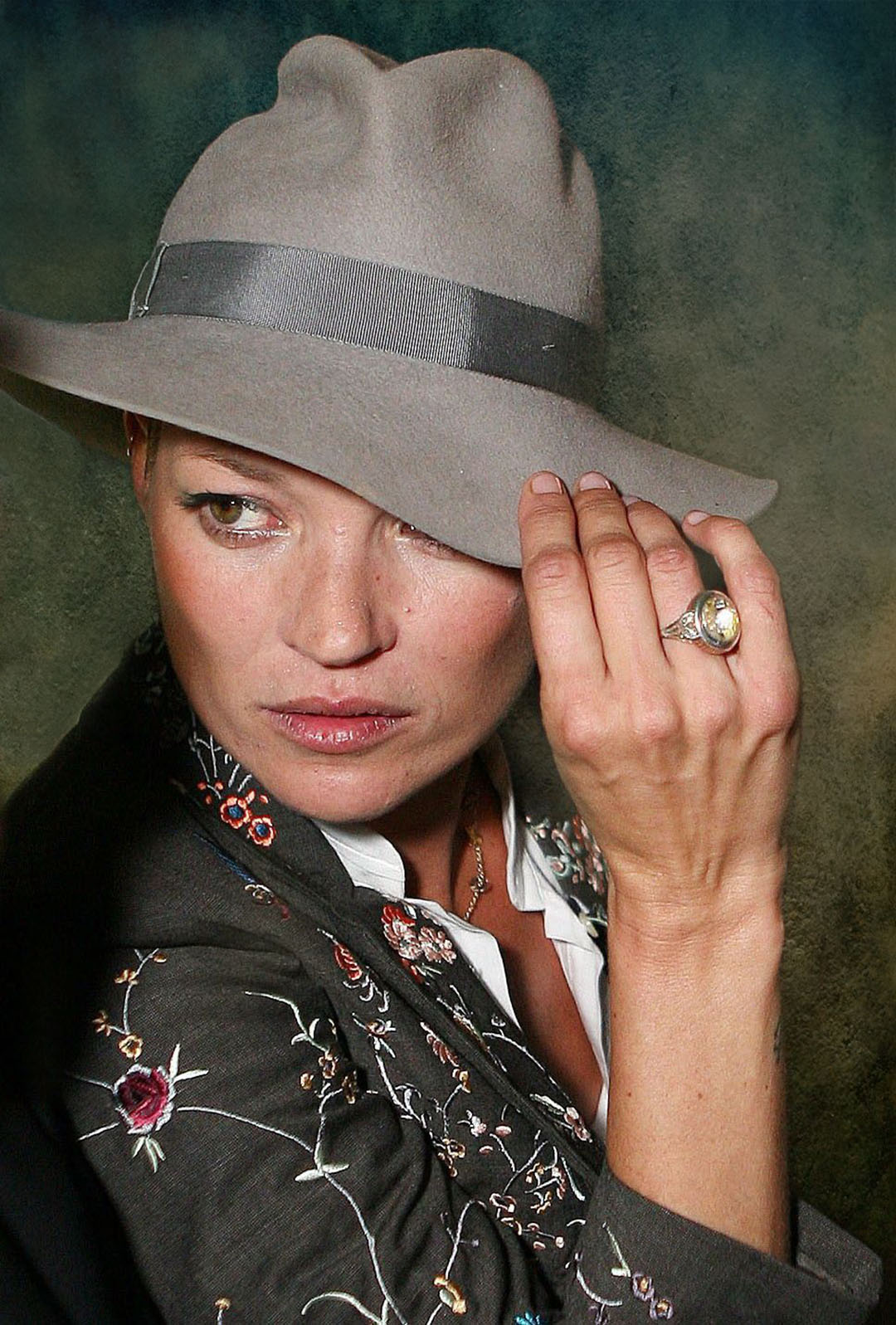 headshot portrait photo kate moss